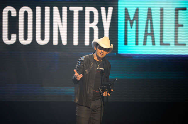Brad Paisley wins 2010 AMA for Favorite Country Male Artist