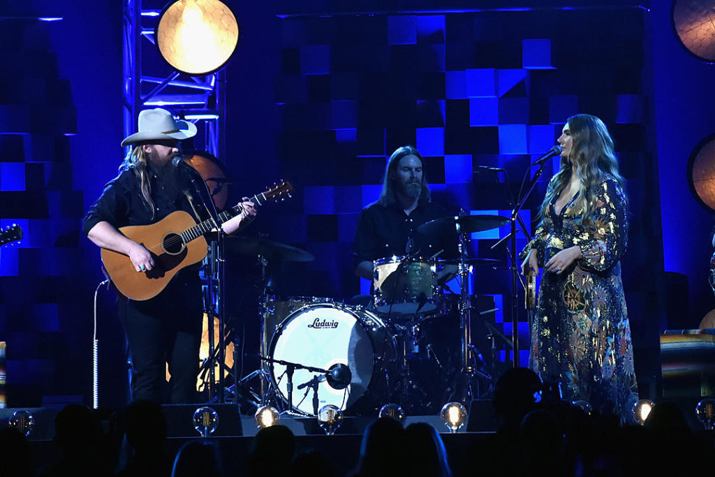 "Stapleton performs ""Broken Halo"" at 51st Annual Music Awards"